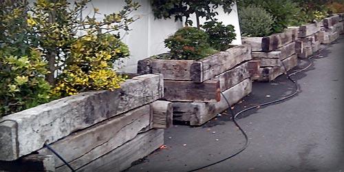 Traviesas de madera de tren para jardines y cercados - Traviesas de tren para jardin ...